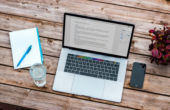 resume on mac laptop on wooden table